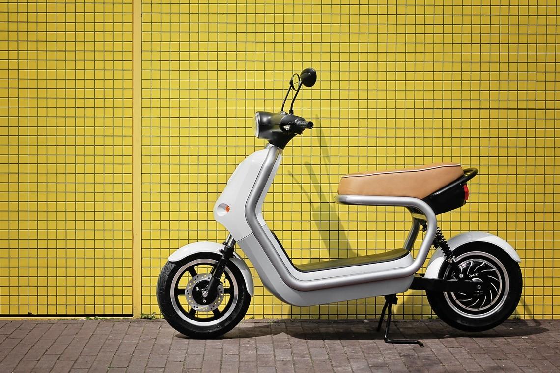 Rápida, eco, silenciosa e cool, a Scooter elétrica ideal para a cidade © Robert Bronwasser