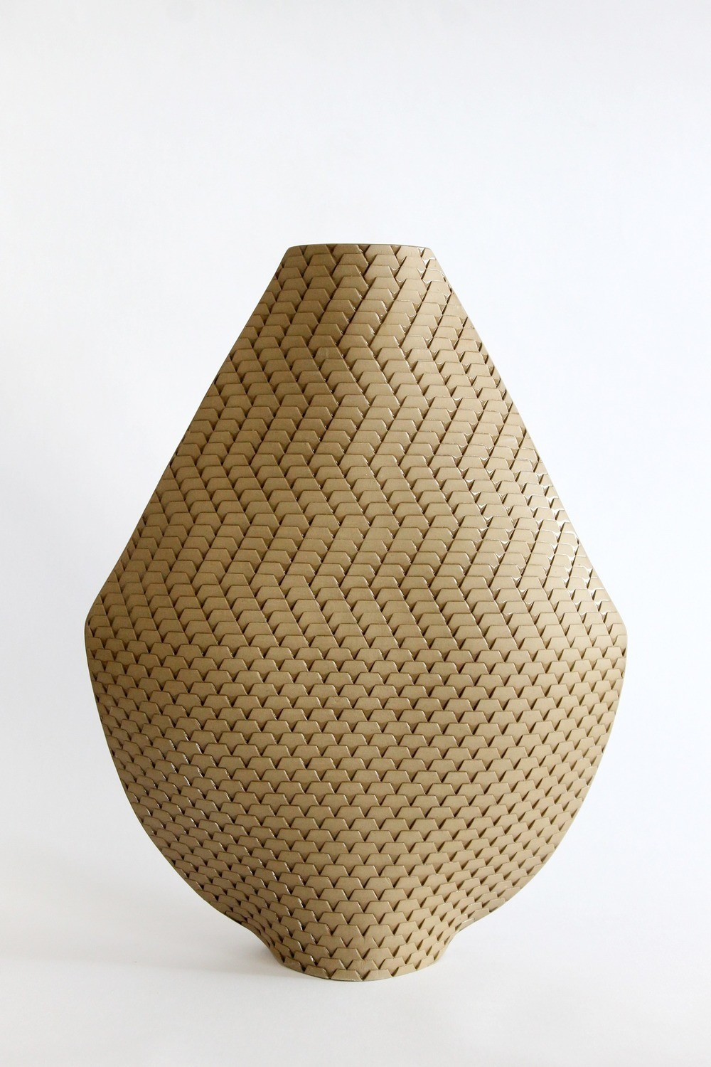 Akan K25 Vase by Helene Morbu (India)