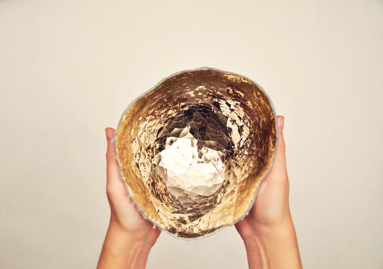 Taça Quiver, da designer Anjali Srinivasan, que participou na edição de novembro de 2017 da Dubai Design Week, vidro soprado e silicone