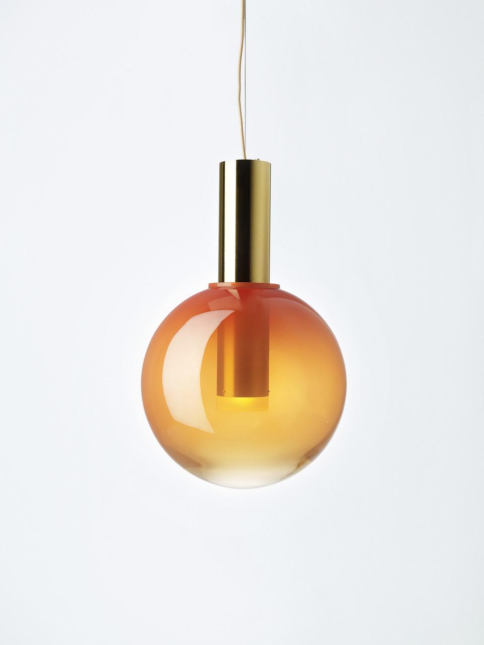 Candeeiro Phenomena3 pela BOMMA, coleção inspirada nas formas simples. Em vidro, na Quarto Sala