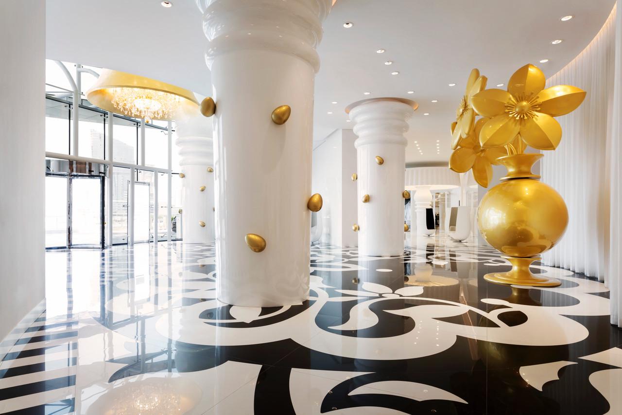 Imponente entrada do novo hotel The Mondrian Doha, no Qatar (2017), desenhado por Marcel Wanders
