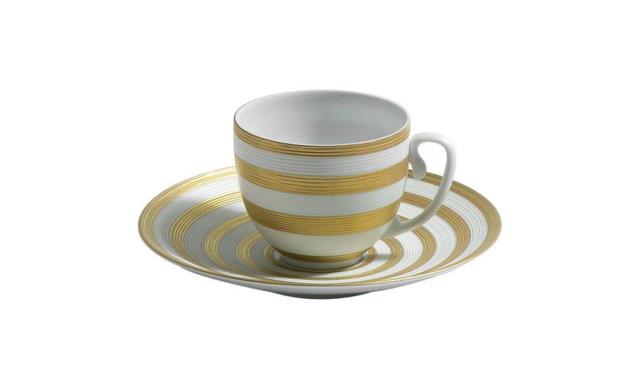 Chávena de café (12cl) e pires, Hemisphere Raye Or, da J.L. Coquet, 212,50€, www.jlcoquet.com