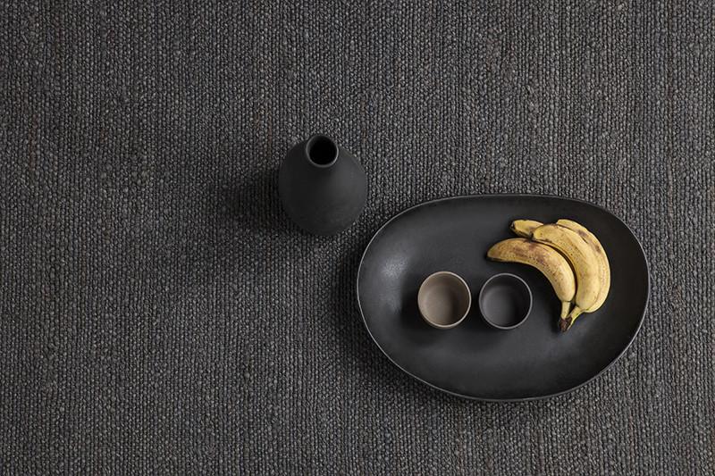 Tapete da coleção 'Herb' da Nanimarquina, 100% cânhamo tecido à mão, em quatro cores (natural, castanho, preto e amarelo) e dois tamanhos (170 x 240cm / 200 x 300cm), nanimarquina.com