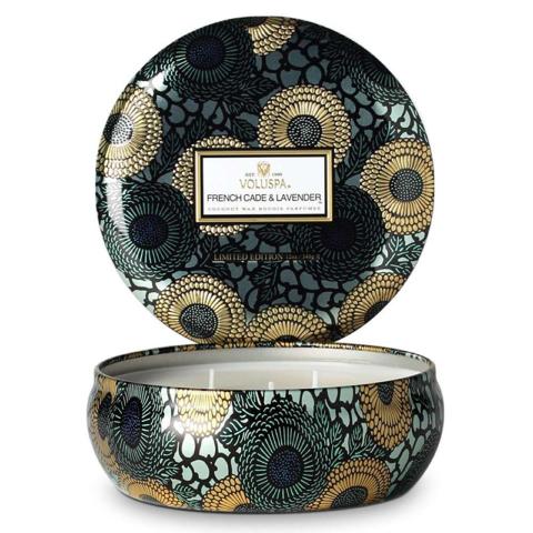 A Voluspa sugere uma coleção luxuosa de velas e fragrâncias para a casa, escolhemos esta, procure na White&Voodoo, whiteandvoodoo.com