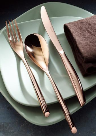 Uma das coleções da Sambonet ganha novas cores, desenhada pelo Centro Stile Sambonet. Bamboo revisita os anos 40 nesta coleção de talheres, procure na Sanimaia sanimaia.com