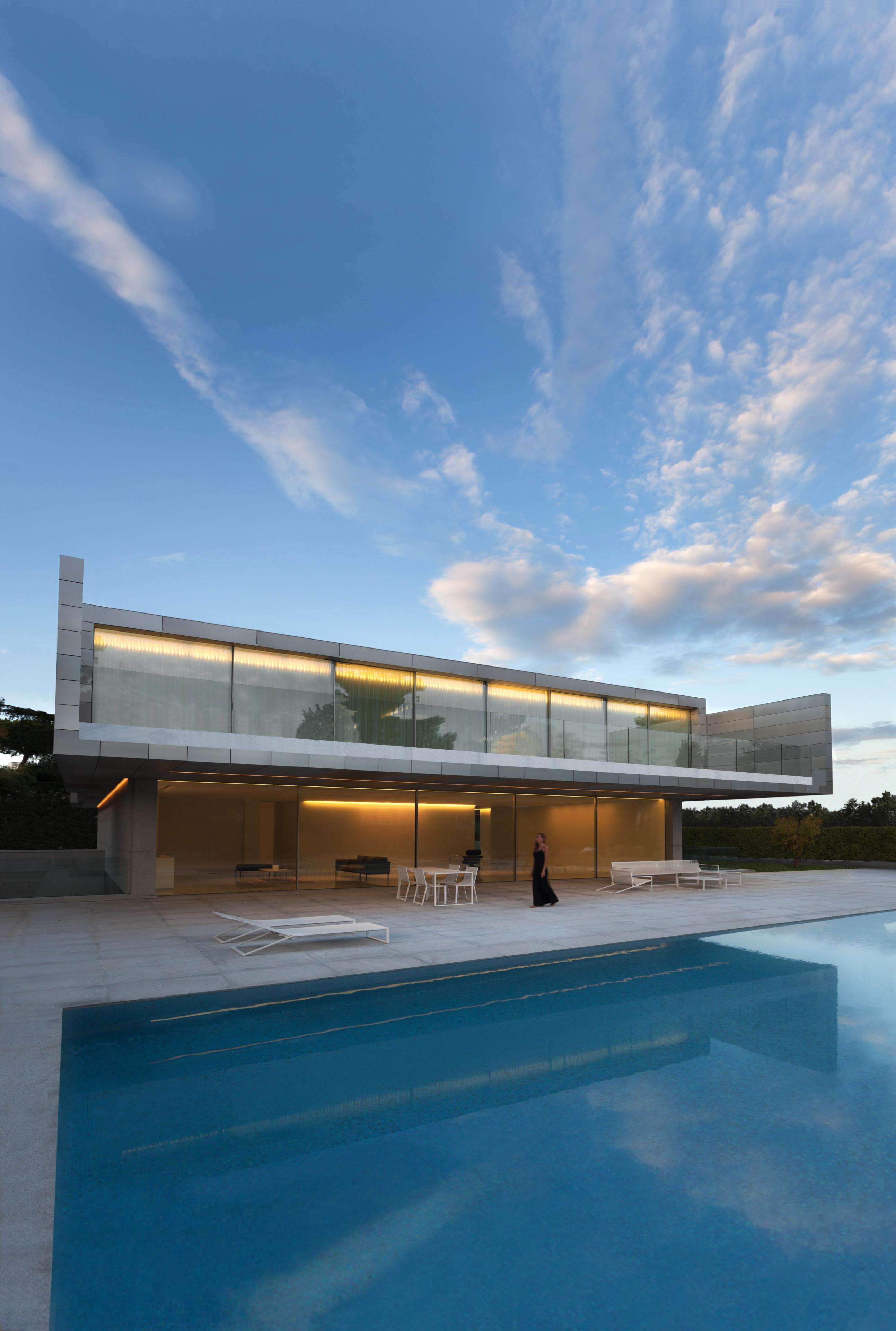 GANDIABLASCO_Blau_Aluminum House (3)