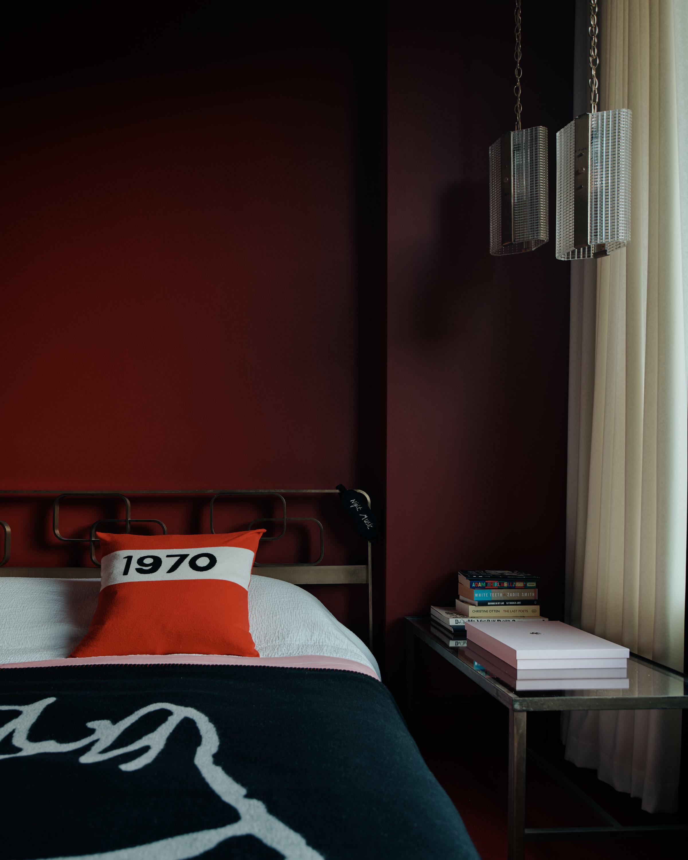 Bella Freud Apartment -Bella bedroom-Retrouvius-Televison-centre-006-Web (1)-© Michael Sinclair