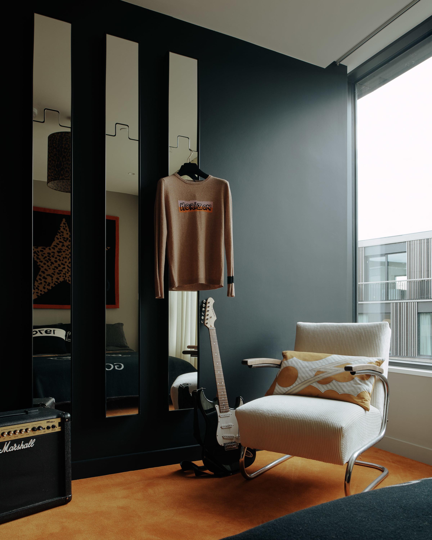 Bella Freud Apartment -Jimmy bedroom-Retrouvius-Televison-centre-006-Web (30)-© Michael Sinclair