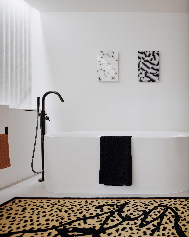 Bella Freud Apartment -bathroom-Retrouvius-Televison-centre-006-Web (31)-© Michael Sinclair